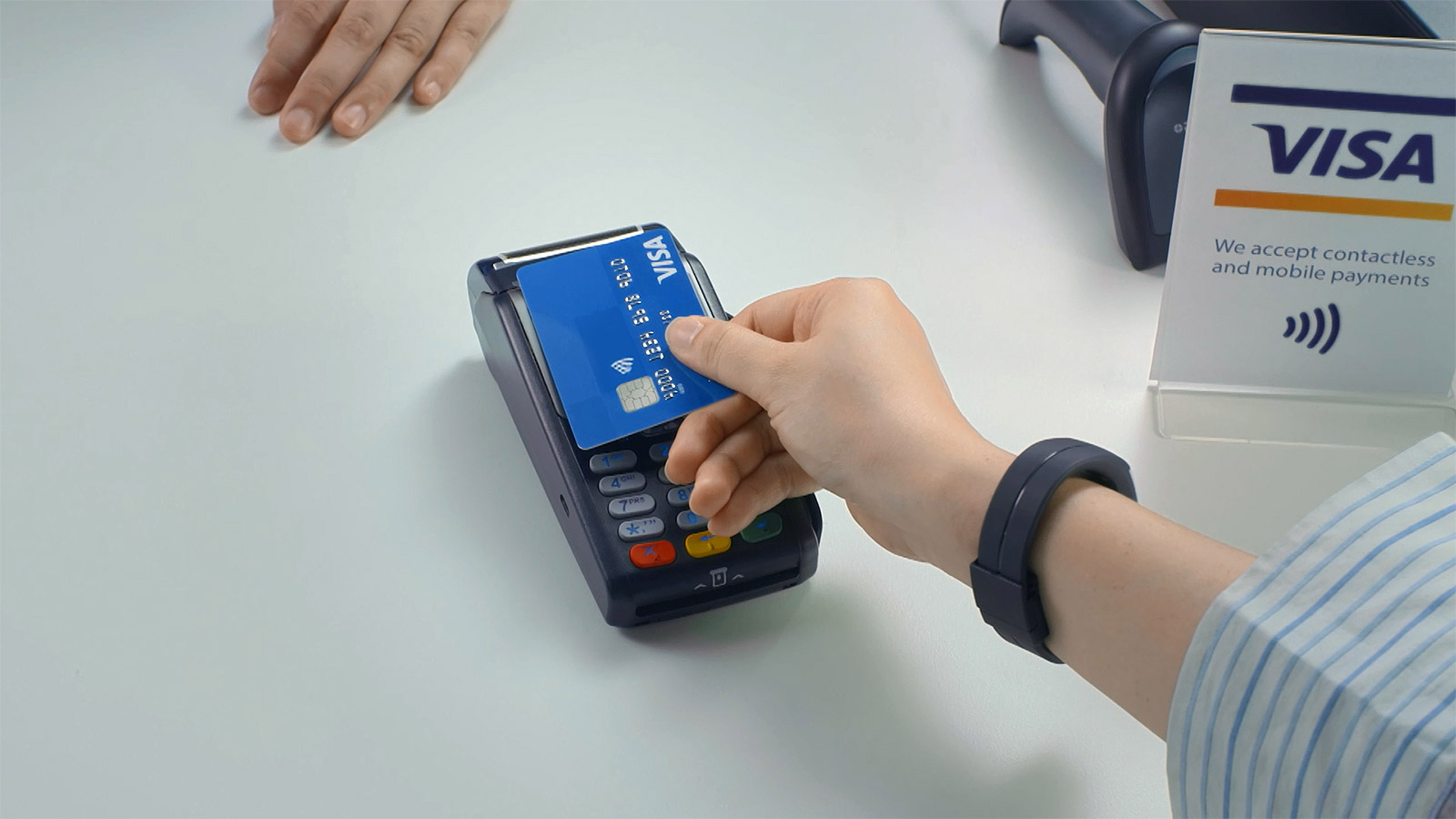 Paying with Visa contactless card